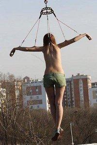 foto-podveshennie-devushki