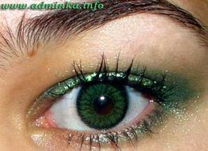 admire mother and shiny green eyes