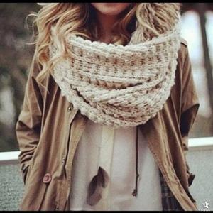 Объемные платки, шарфы, палантины