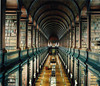 побывать в Trinity College Library – University of Dublin