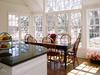 Свой дом с большой светлой комнатой и окнами до пола