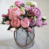 Нежный букет живых цветов