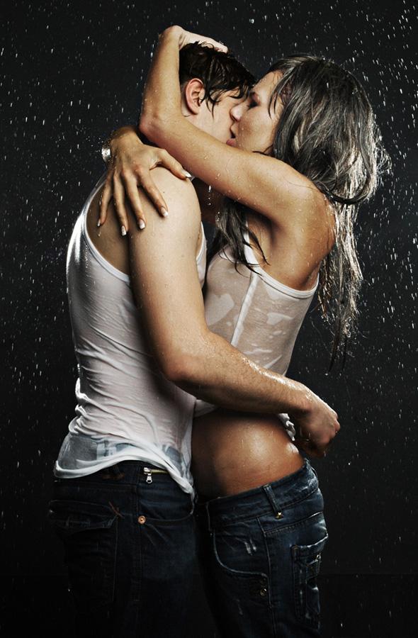покупке термобелья две девочки одноклассницы страстно целуются между собой свежий