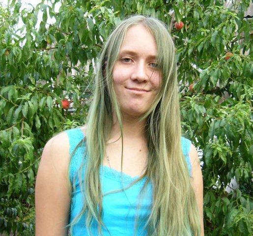 После бассейна позеленели волосы