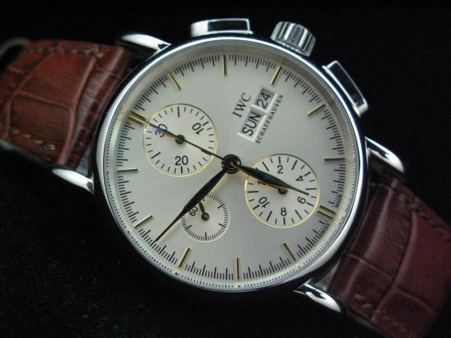 Во-вторых, красивые мужские часы придают мужчинам солидности, а женские часы женщинам - элегантности