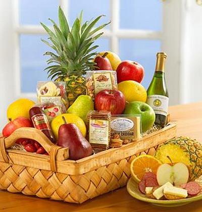 Поздравление на свадьбу с корзиной из фруктов