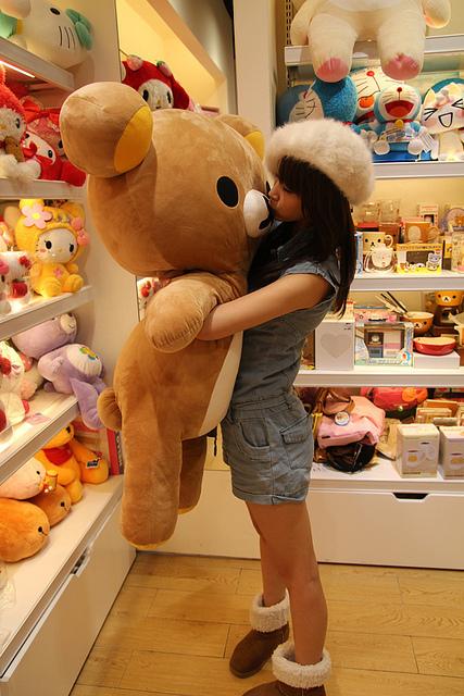 Фото девушек с игрушкой фото 52150 фотография