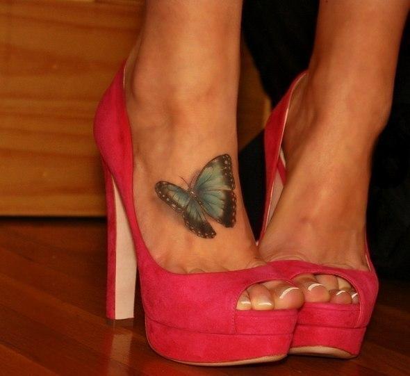 Тату с бабочкой на ноге