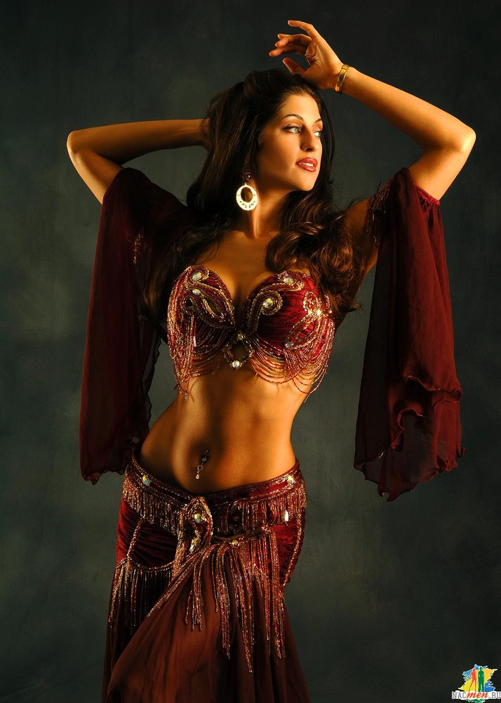 belly dance Typically, a woman who wears a midriff revealing outfit and a lot of jewelry she does movements of her hips and stomach that can mesmerize onlookers occasionally, men do belly dancing too, but this is less common and may be played up for humor.