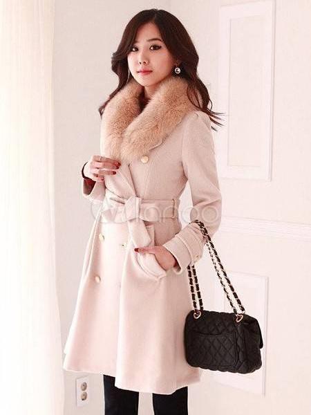 Светлое зимнее пальто