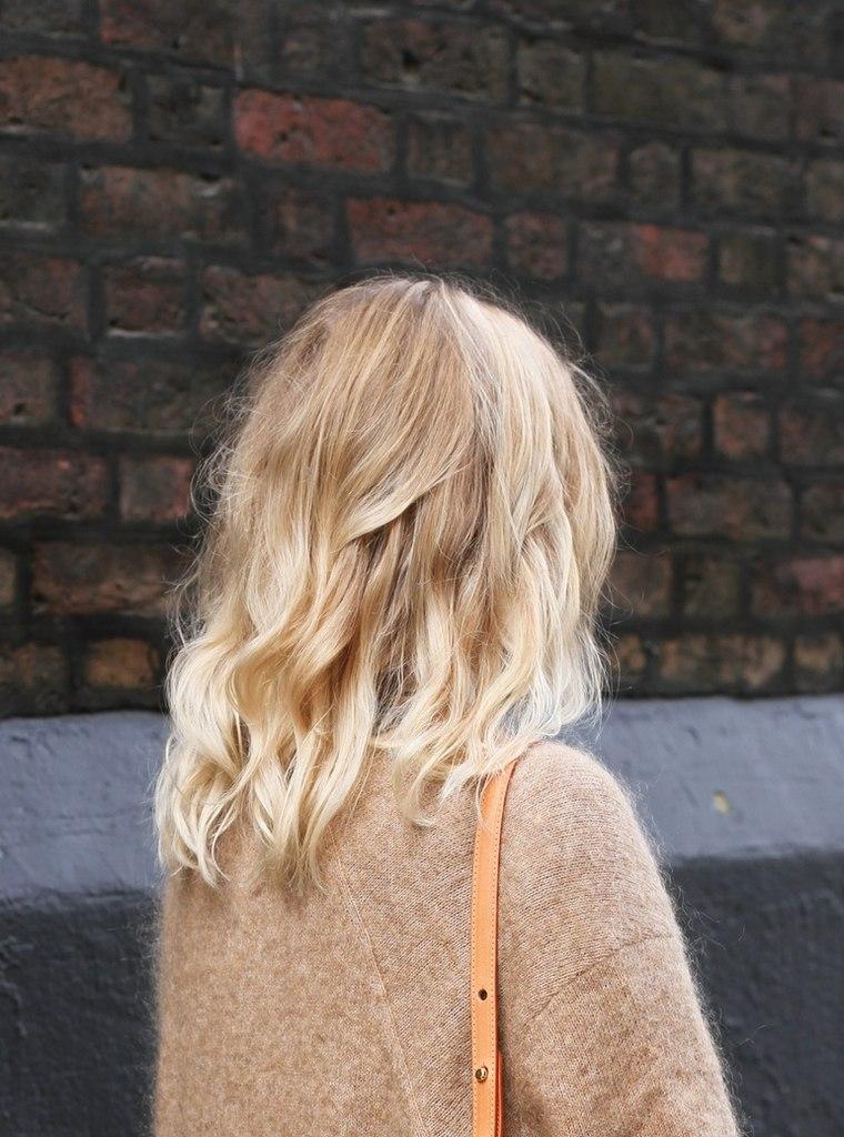 foto-blondinok-s-korotkimi-volosami-szadi-krasivaya-moya-zhenushka-glotaet-spermu-foto