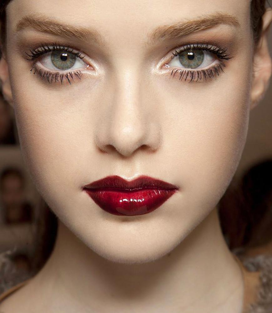 Бордовый карандаш для глаз макияж