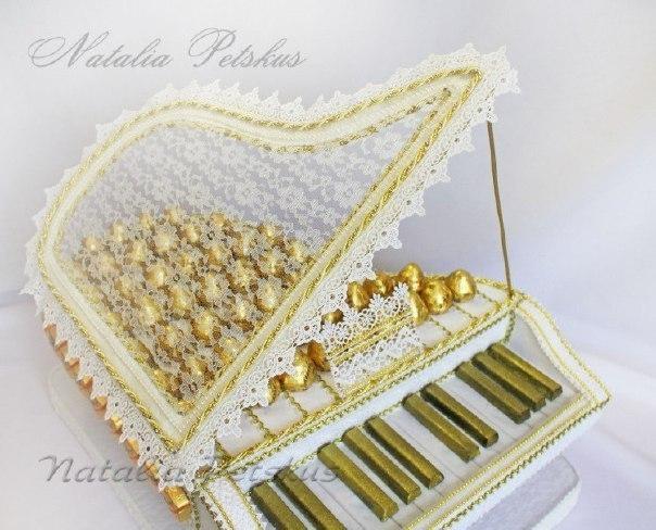Пианино своими руками из конфет