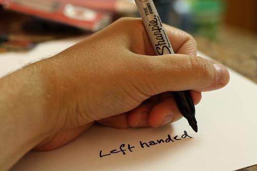 Почему человек пишет левой рукой