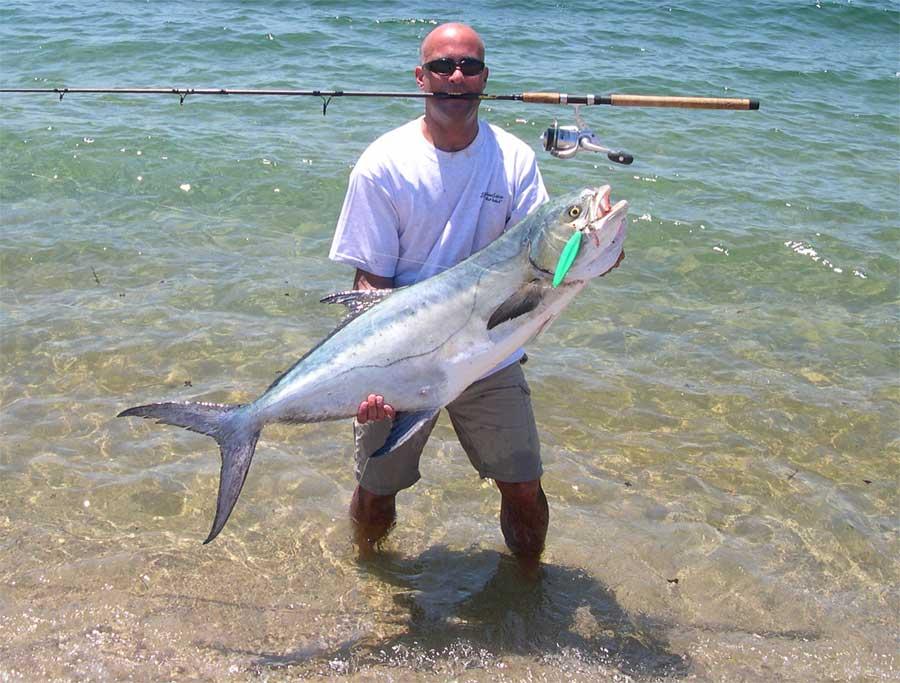 на какую приманку ловят рыбу в море с берега
