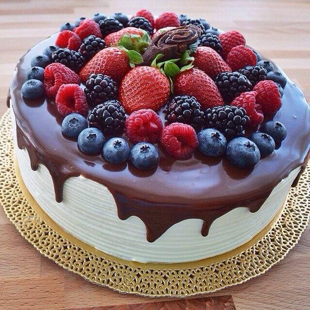 Украшение торта фруктами и ягодами в домашних  994
